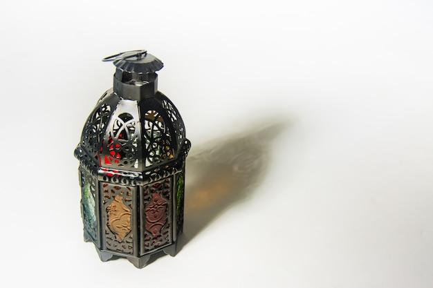 明るくなったランタンスタイルのアラブ人またはモロッコ人
