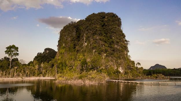 Пейзаж горы в провинции краби таиланд