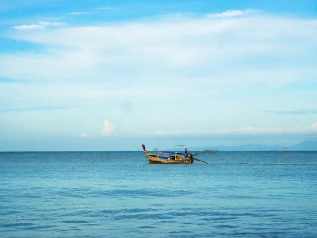 タイの小型漁船