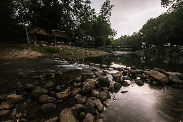 Пейзаж небольшой ручей