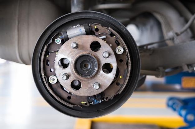 自動車整備における自動車の懸架と車輪ハブの支承