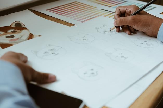 アートワークを描くアーティストグラフィックデザイナー。創造的なデザインの職場