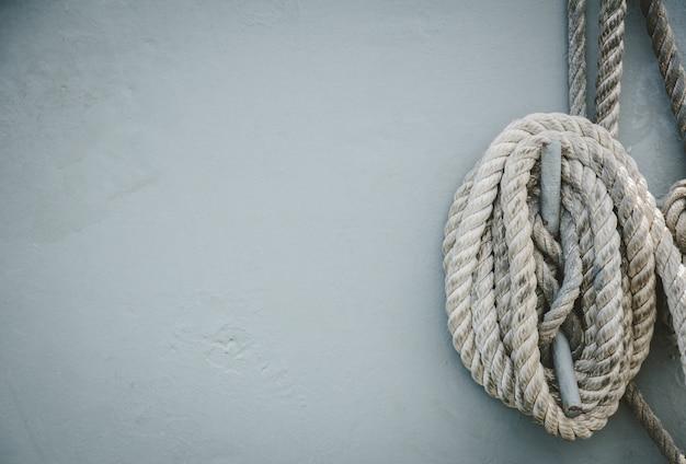 Прочная веревка для склеивания на военном корабле.