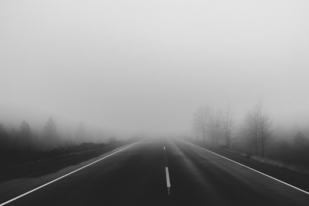 道路上の霧
