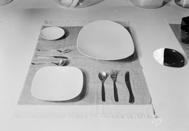 ディナーのテーブルセット