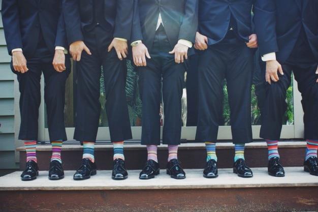 カラフルな靴下で男性