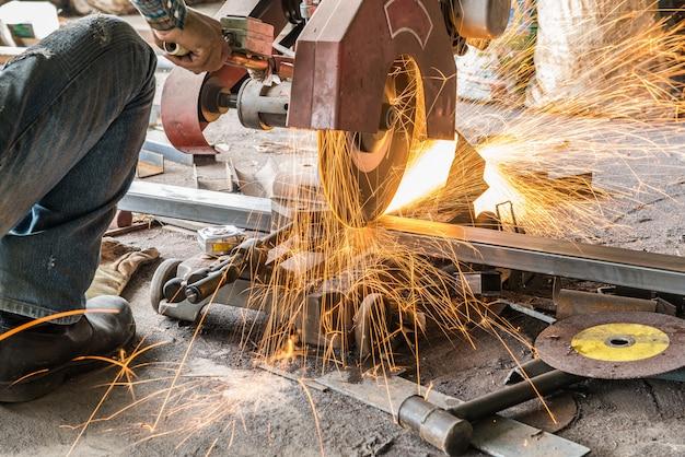 溶接機切断鋼
