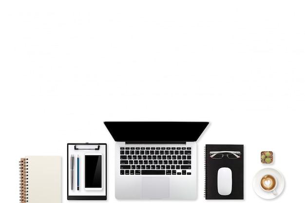 フラット横たわっていた、ラップトップコンピューター、携帯電話、事務用品、コーヒーカップとトップビューワークスペースビジネスホワイトデスク