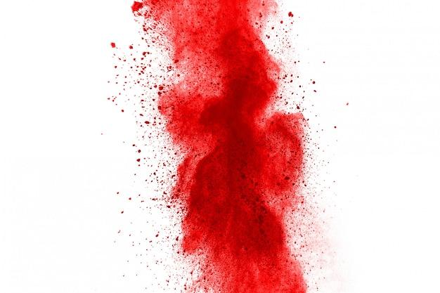 Заморозить движение взрывающегося красного порошка, изолированные