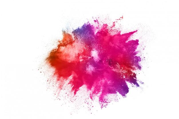 Красочный взрыв порошка на белизне.