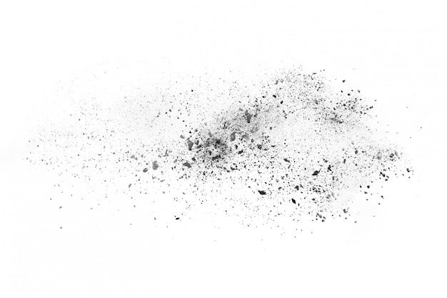 Взрыв черного порошка на белом фоне.