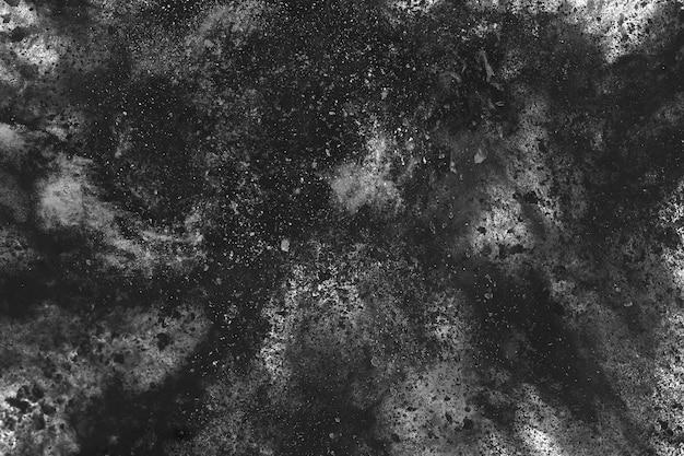 白い背景の上の木炭の粒子。