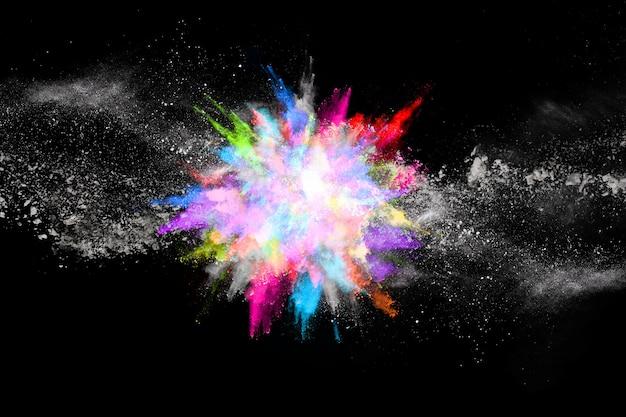 黒い背景にカラフルな粉体爆発。