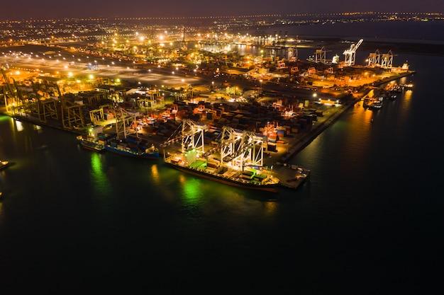夜のコンテナ外海との船での国際的な輸出入のための貨物ローディングステーション