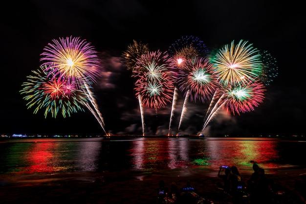海パタヤ都市タイ夜のお祝い花火