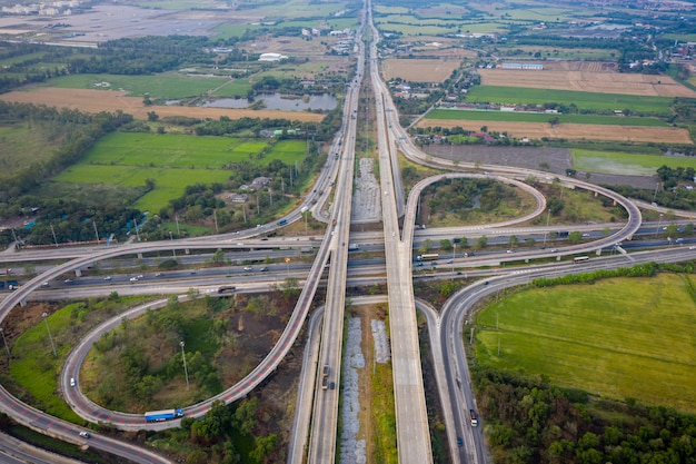 市内交通物流田舎を結ぶインターチェンジフリーウェイとハイウェイ