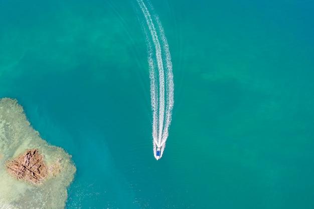海空中上面の帆船