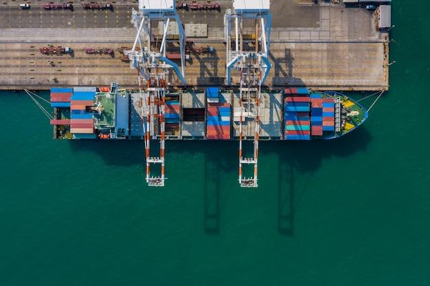 コンテナ船の積み下ろし、輸入、輸出、ビジネス、産業サービス、国際航空写真