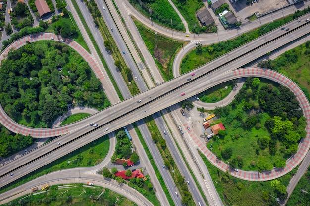 都市と高速道路高速道路を結ぶ環状橋