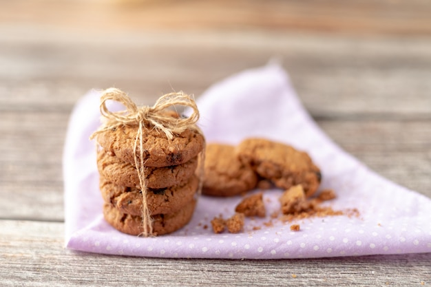 クッキーがハンカチに積まれている