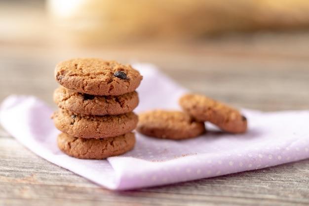 クッキーはハンカチに積まれています