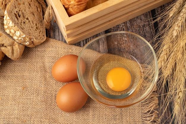 袋にパン屋さんを作るための卵