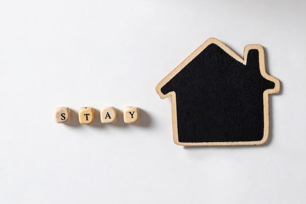 ステイという言葉と、家からの仕事のための木造住宅と社会的距離の概念