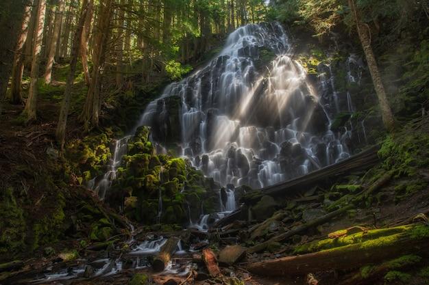 オレゴン州のラモーナ滝