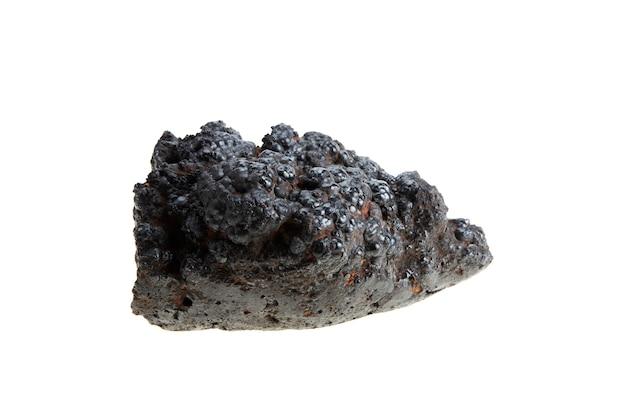 Прорастание железной руды изолированное на белизне с путем клиппирования. металлический шарм считается неуязвимым.