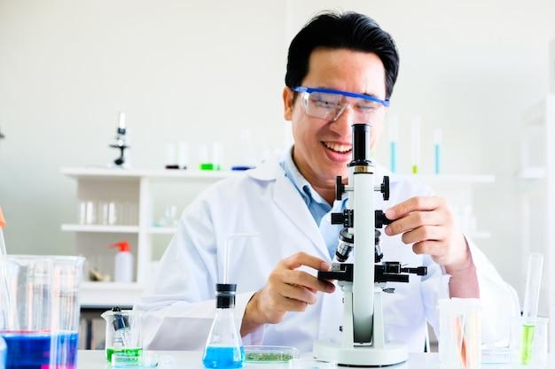 男性科学者および実験室実験