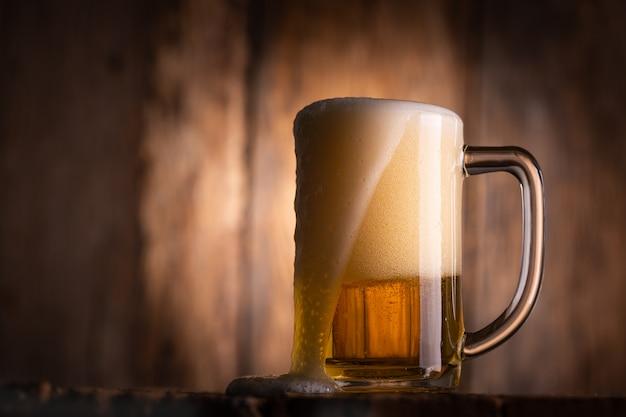 ガラスビールの静物