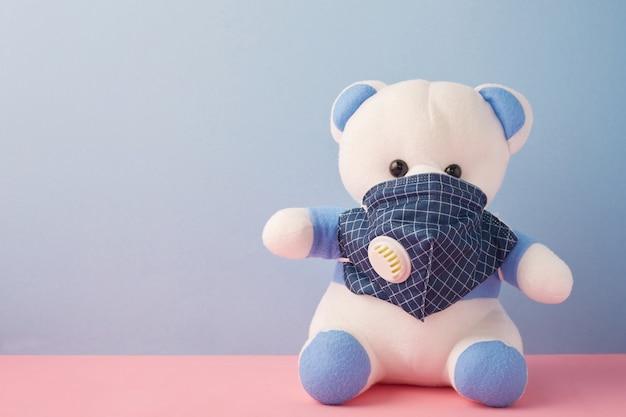 健康的な保護の概念とクマのおもちゃ