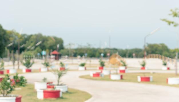 自動車教習所の安全のための模擬試験道路を備えたぼやけた自動車運転練習区域