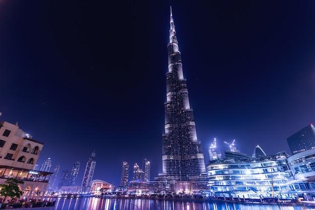Удивительная ночная дубаи с бурдж-халифой