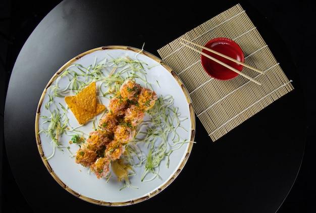 日本料理のおいしいサーモンうらまき寿司ご飯
