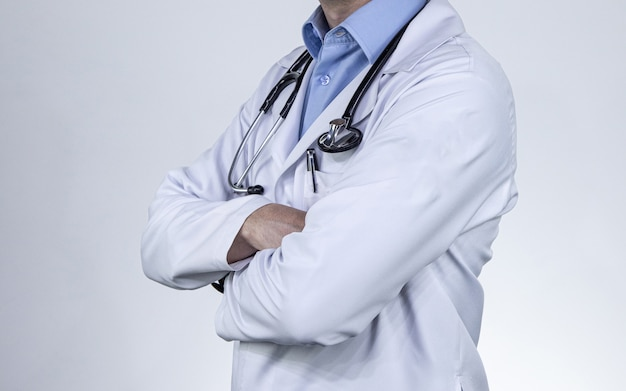 メディックの専門医師の制服と聴診器