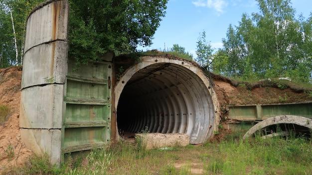 古い放棄された軍事バンカー