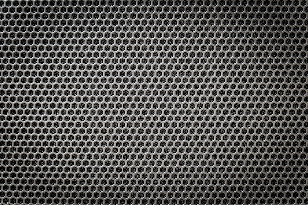 Стальная решетка черного цвета с шестигранными отверстиями