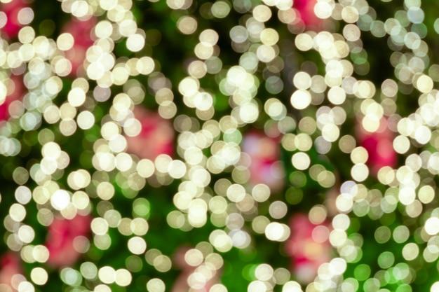 クリスマスの日の抽象的なぼやけた明るい背景