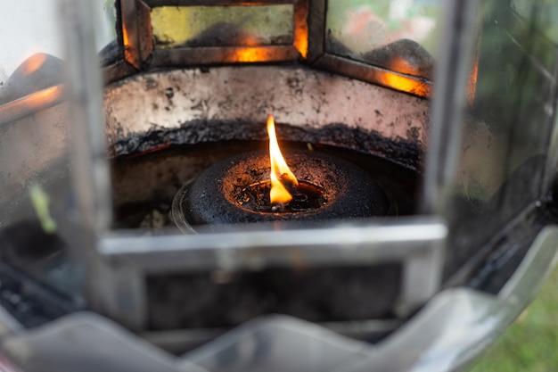 石油ランプ、寺院の中の香の蝋燭を使用しなさい。