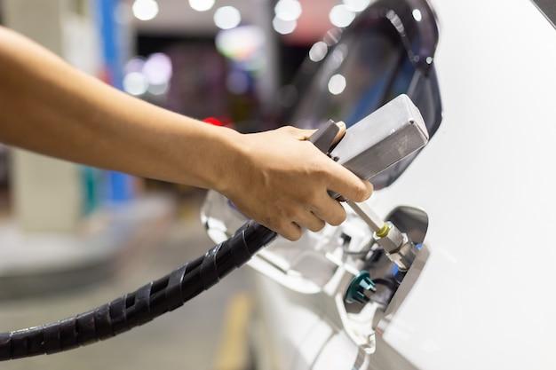ポンプノズル圧縮天然ガスのクローズアップ