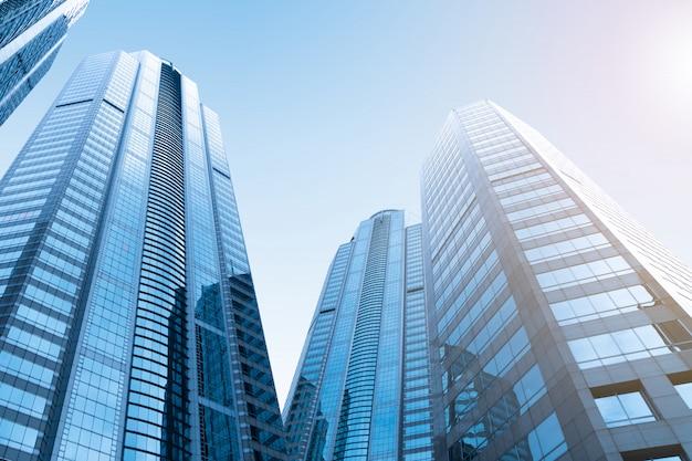 近代的な高層ビルのガラス建物のビジネス地区。