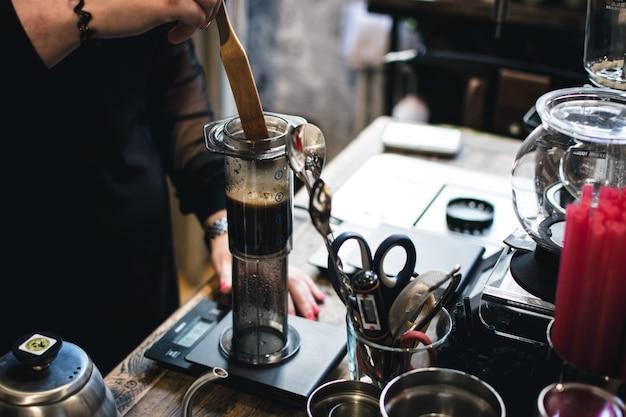 エアロプレスでコーヒーを淹れる