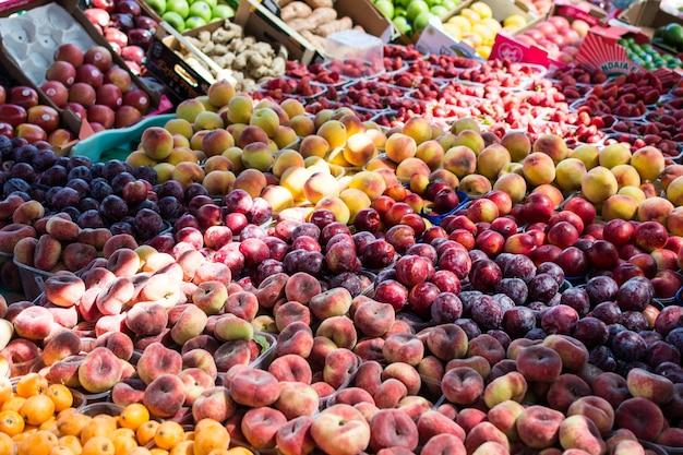 ローカルサマーフルーツ市場