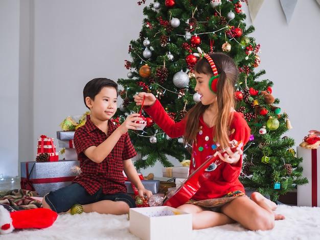 Дети многих национальностей празднуют рождество