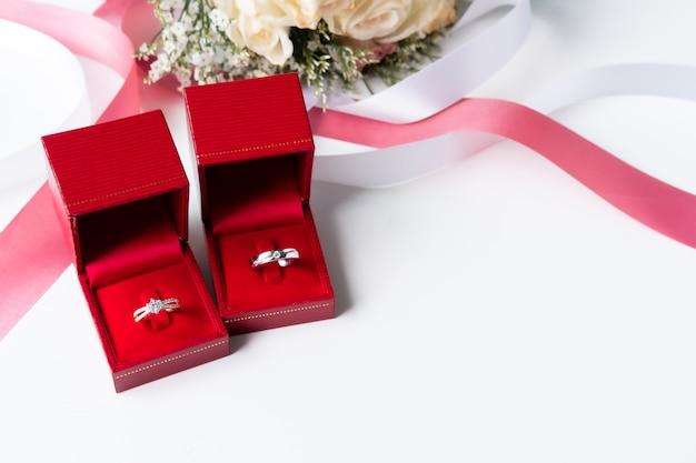 花の花束と結婚指輪