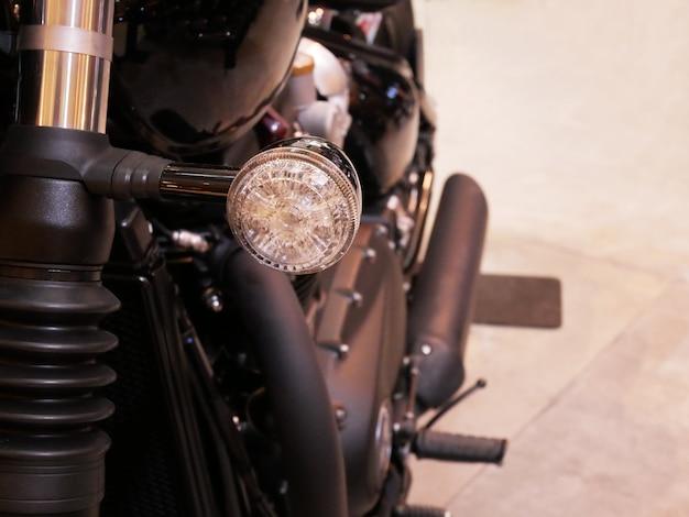 Мотоцикл указатель поворота крупным планом
