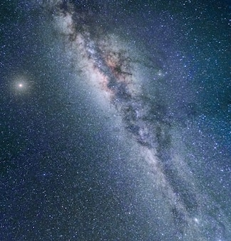 天の川銀河夜のカラフルな風景