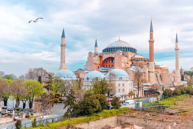 イスタンブール、トルコのアヤソフィアの風景を見る