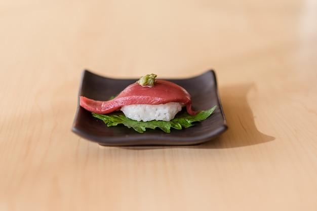 Японские суши оторо (макуро)